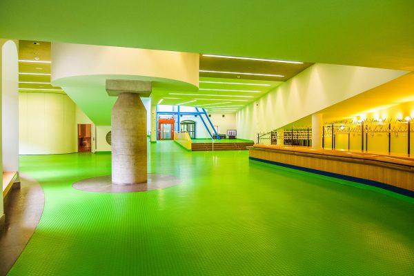 Der Eingangsbereich, mit dem berühmten grünen Kunststoffboden
