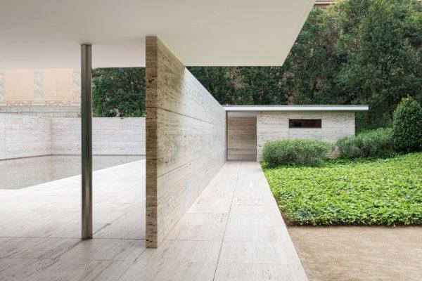 Ludwig Mies van der Rohe entwarf diesen Pavilion der in der Nähe von Barcelona zu finden ist